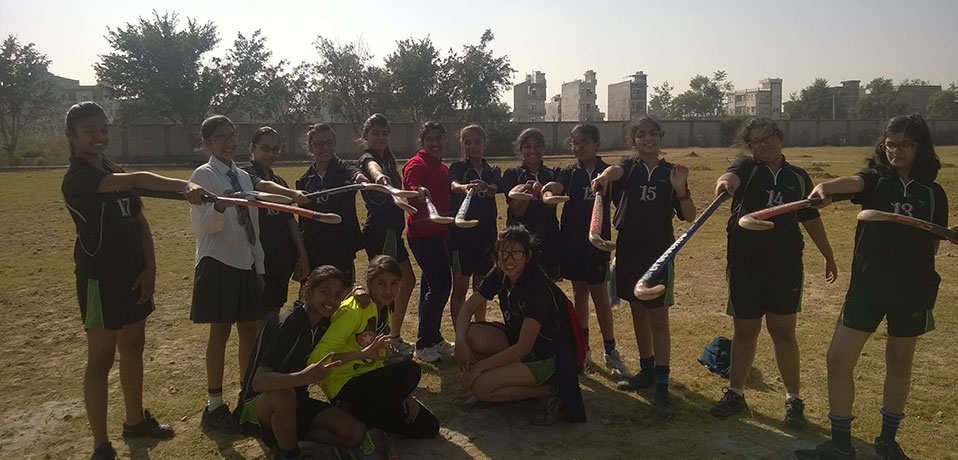 best private school in sports in delhi, hockey team of girls holding hockey sticks