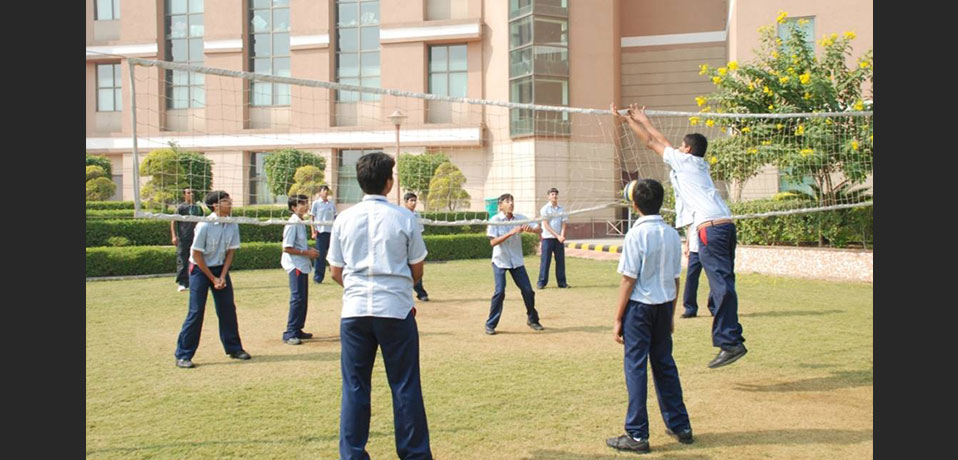 the image shows the students of junior wing playing basketball,best school for sports in rohini