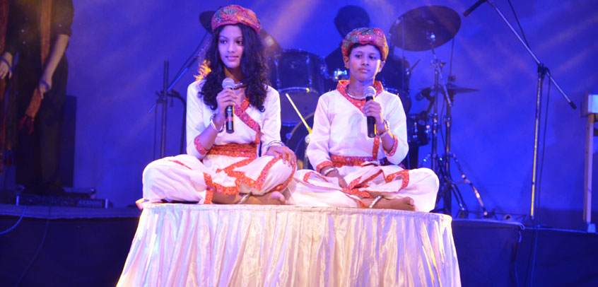 top priavte school in delhi,the image shows the students performing song on school stage