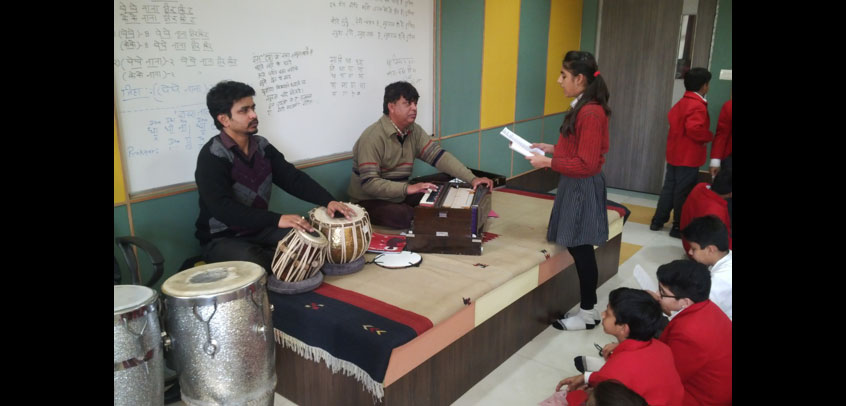 top school in rohini,students are learning their music lessons from music teachers