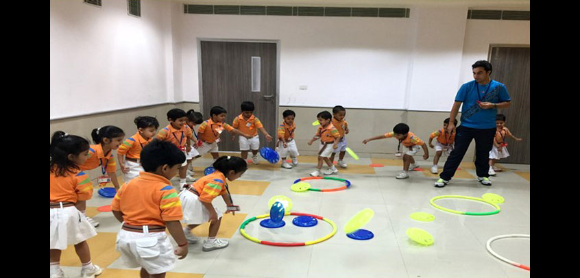 best school in sports in rohini,students of junior wing playing games in schoool campus